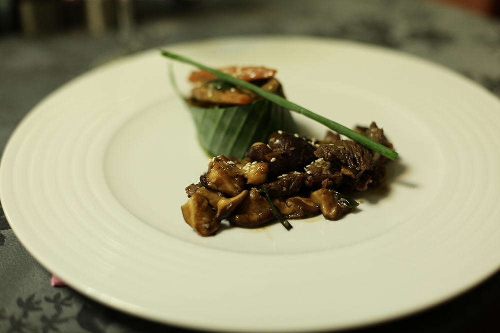 saut de b uf au shitak wok de l gume d asie l huile de s same une cuisine pour tous. Black Bedroom Furniture Sets. Home Design Ideas